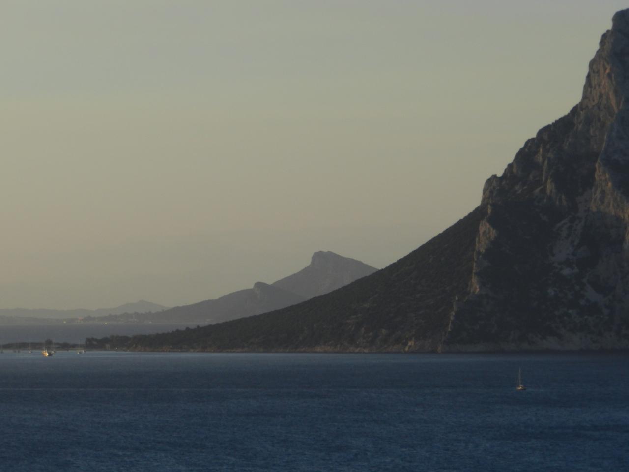 L'île Tavolara de près