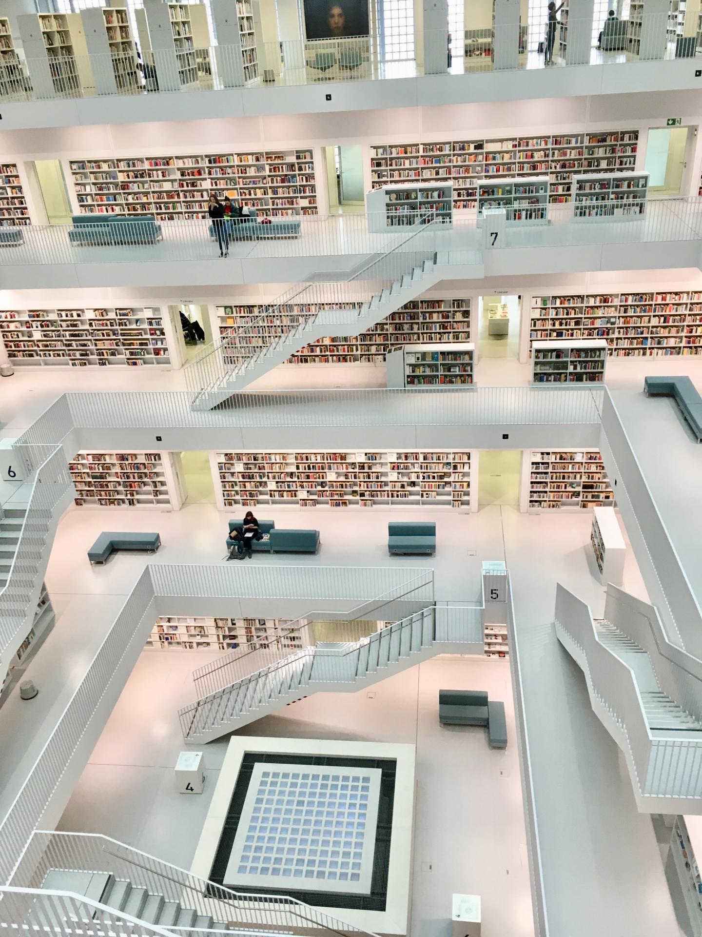 Bibliothek im Stuttgarter Europaviertel