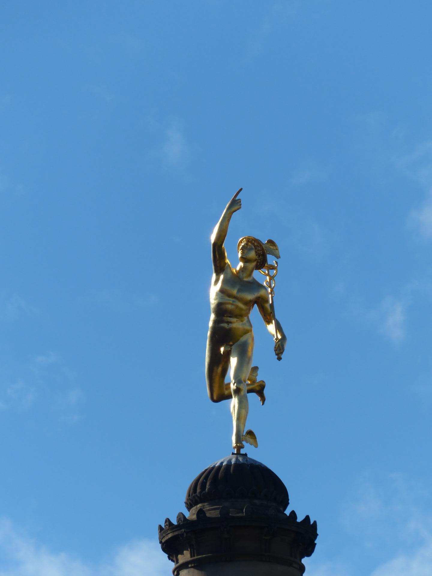 Au Centre de Stuttgart - la Place du Chateau