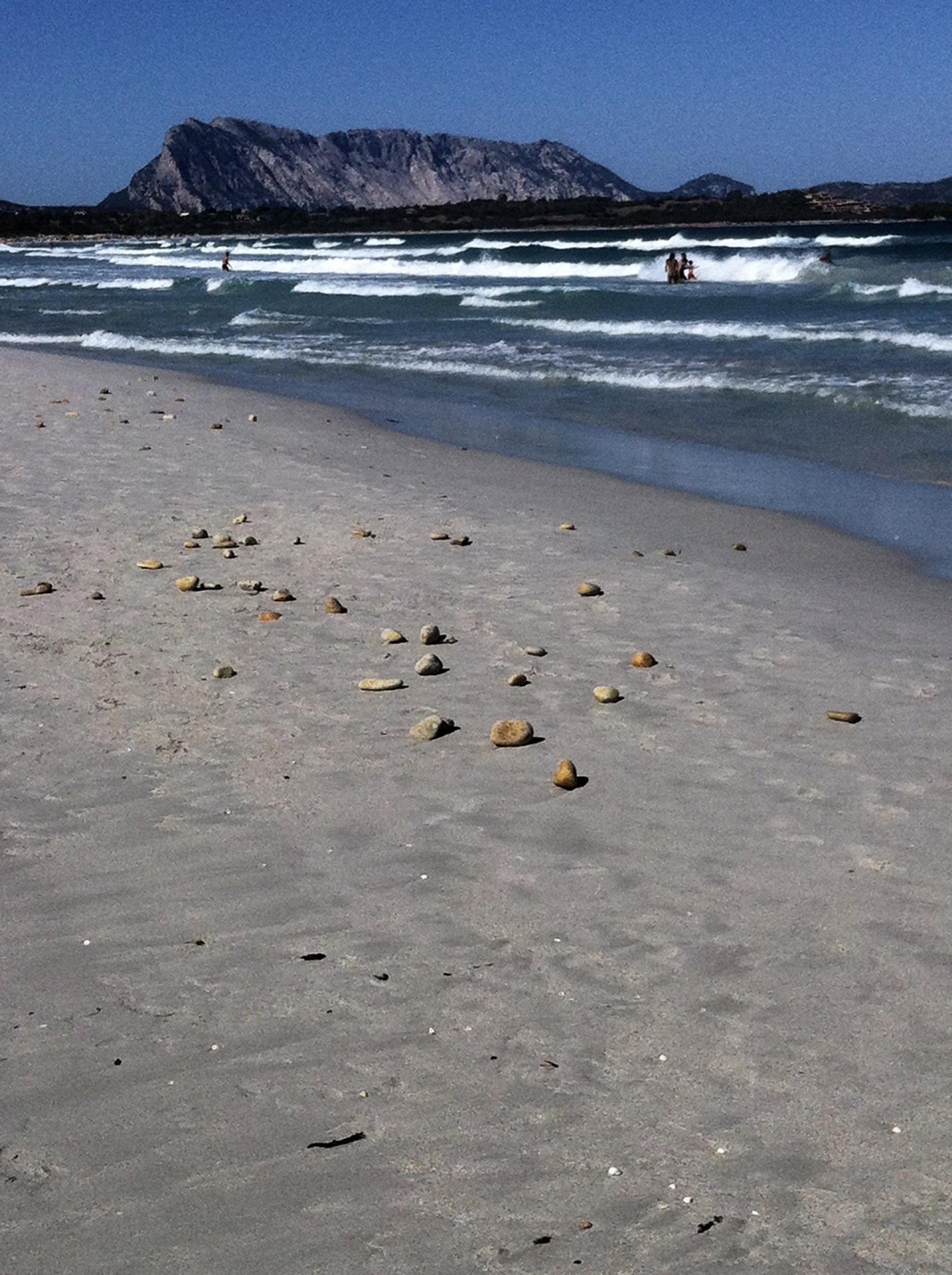 Plage La Cinta et l'Île montagne Tavolara